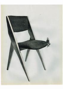 enfant sur chaise